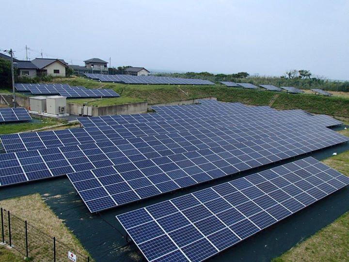 野立 太陽光パネル 写真